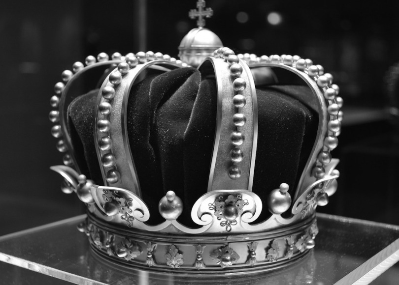 Crown black and white