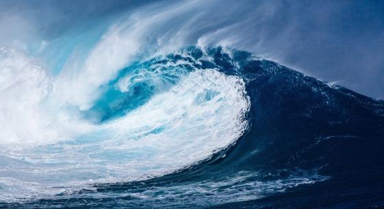 A huge ocean wave