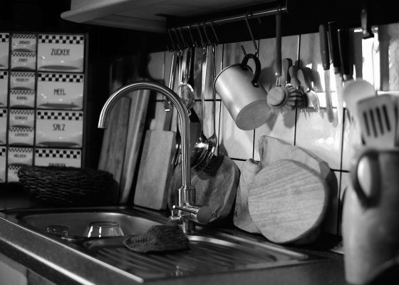 Posh kitchen sink black and white